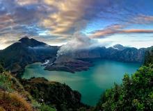 gunung-rinjani-lombok regelmatig vulkaan as uitwerpend