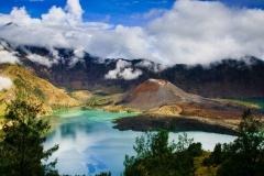 gunung-rinjani weer in ruste met een mooi uitzicht over het kratermeer