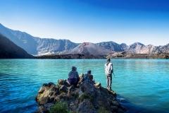 lekker vissen bij lake-segara-anak het kratermeer van gunung rinjani